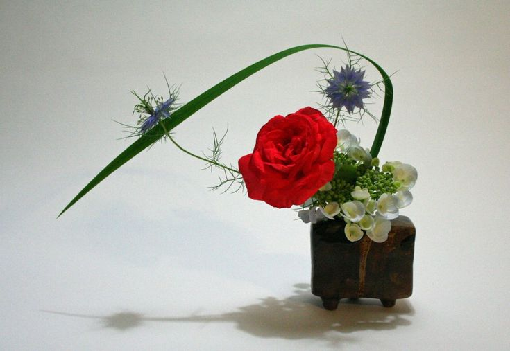 1000 images about mini flowers on pinterest floral for Small rose flower arrangement