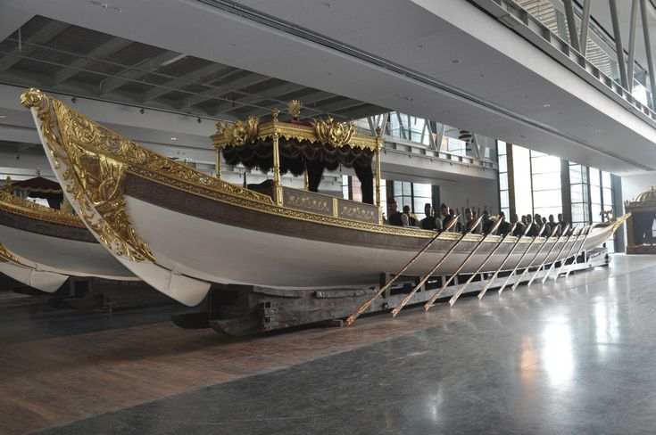 İstanbul Naval Museum is the largest naval museum in Turkey and is one of the world's leading museums with its rich collection. The museum collection both sheds light on Turkish naval history and reflects the grandeur of Ottoman Empire with its historical galleys and imperial caiques.