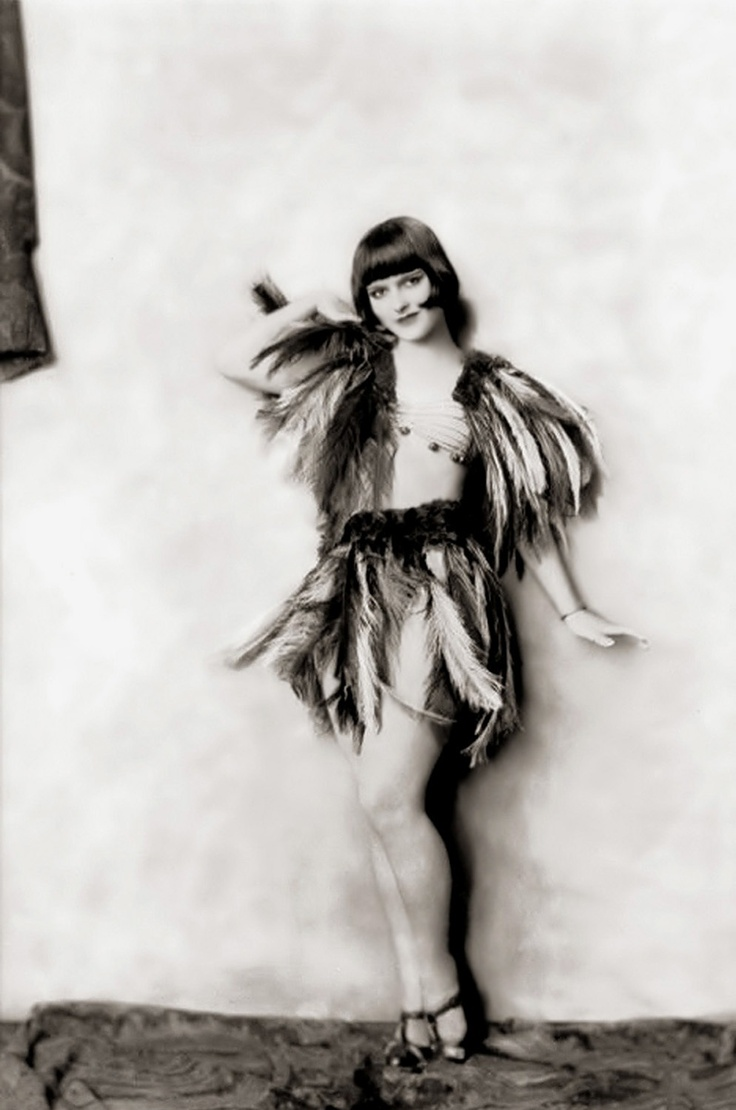 """a description of the flappers icon who was a talented silent film star of the jazz age Out of school after winning a talent-spotting contest (""""she screens perfectly,""""  said a judge)  """"flapper"""" movies such as the plastic age or dancing mothers  were  bow became a hugely popular actor, and, in tabloid-speak, a notorious  wild child  silent hollywood clara bow the it girl part one info."""
