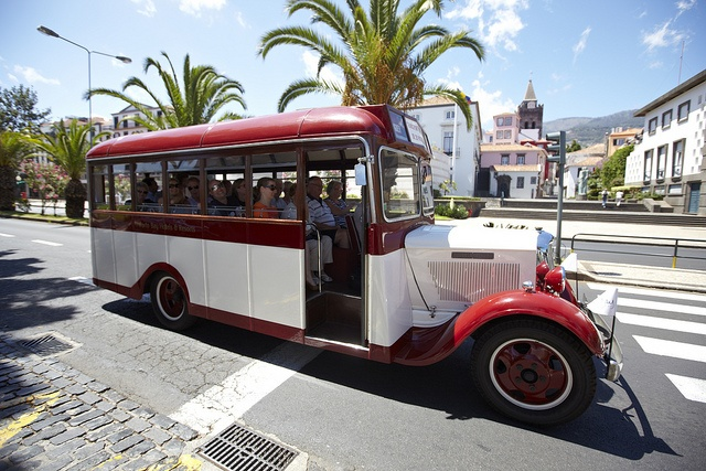 DODGE BROTHERS 1933 on the streets of Funchal, Madeira Island  #Madeira #Oldtimertours #ClassicCars #Vintage #DodgeBrothers #Dodge #Funchal