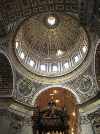 Pietarinkirkon kupoli Vatikaani