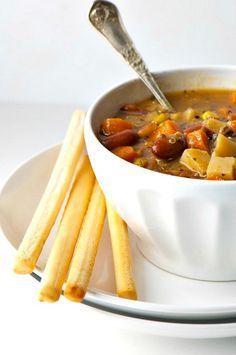 Ricette invernali con la quinoa. Tante ricette per preparare primi e secondi piatti con la quinoa, gli ortaggi invernali e i legumi, come lenticchie e fagioli secchi.