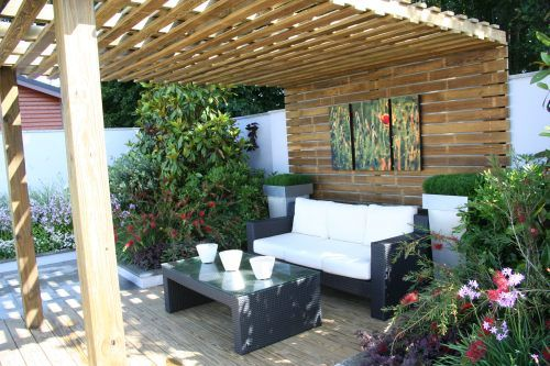 Outdoor seating area. RHS Tatton Park Flower Show Designer - Jamie Dunstan
