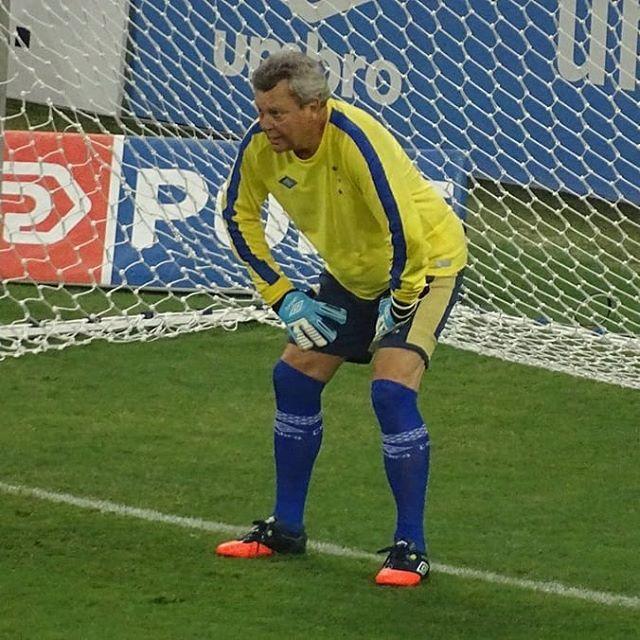 Ontem No Mineirao Torcedoras Do Cruzeiro Bateram Penaltis Em Evento Realizado No Intervalo De Jogo O Goleiro Era Ninguem Menos Que O Gigante Idolo Raul Plass