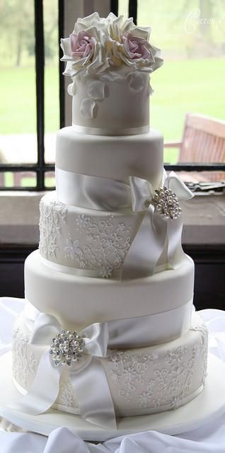 white and silver wedding cake beautiful!: Lace Cakes, Idea, Ribbons, Bows, Flowers, White Wedding Cakes, Cakes Wedding, Weddingcak, Elegant Wedding