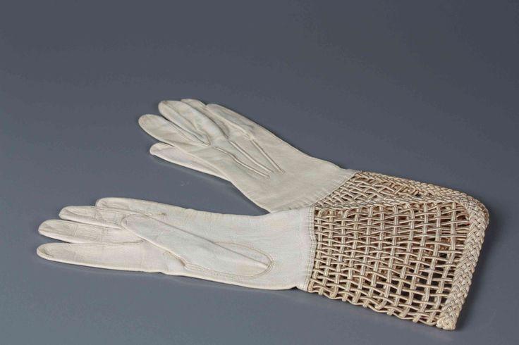 witte glace handschoenen met gevlochten kappen 1930