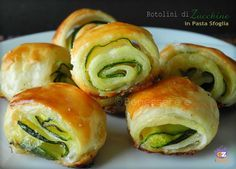 Zucchini rolls in puff pastry