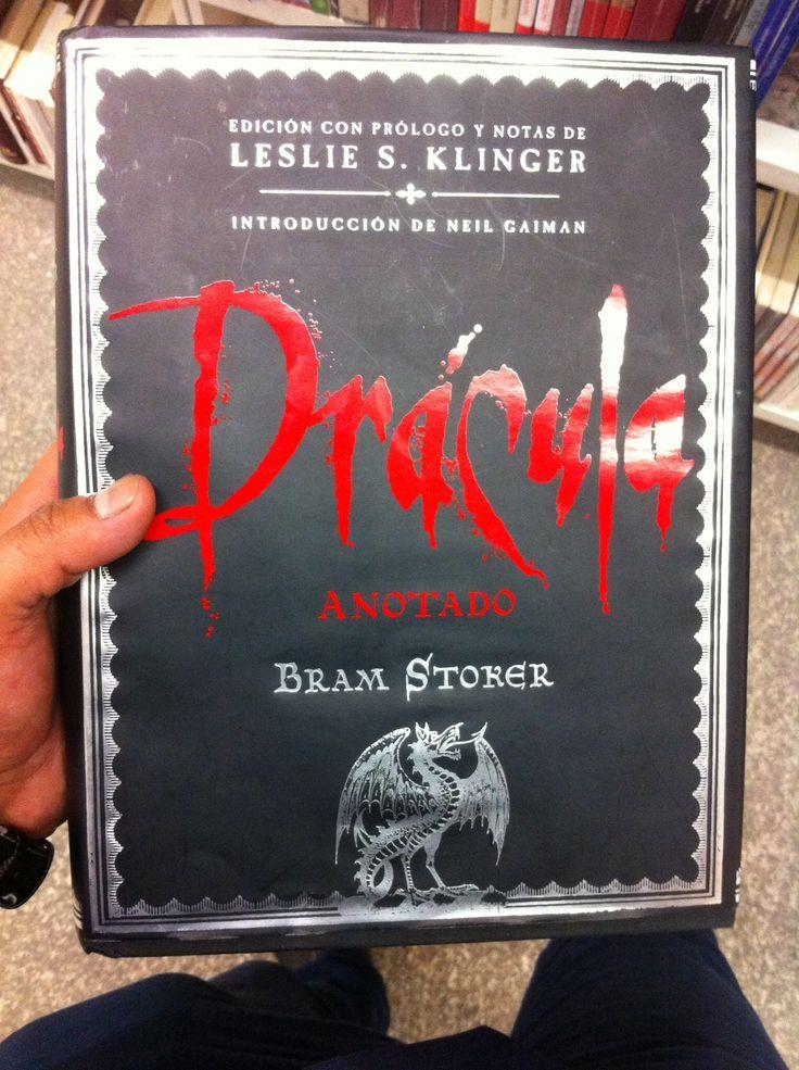 Dracula, este libro viene comentado y te va explicando parte de la historia y las referencias que hace Bram Stoker en el texto.