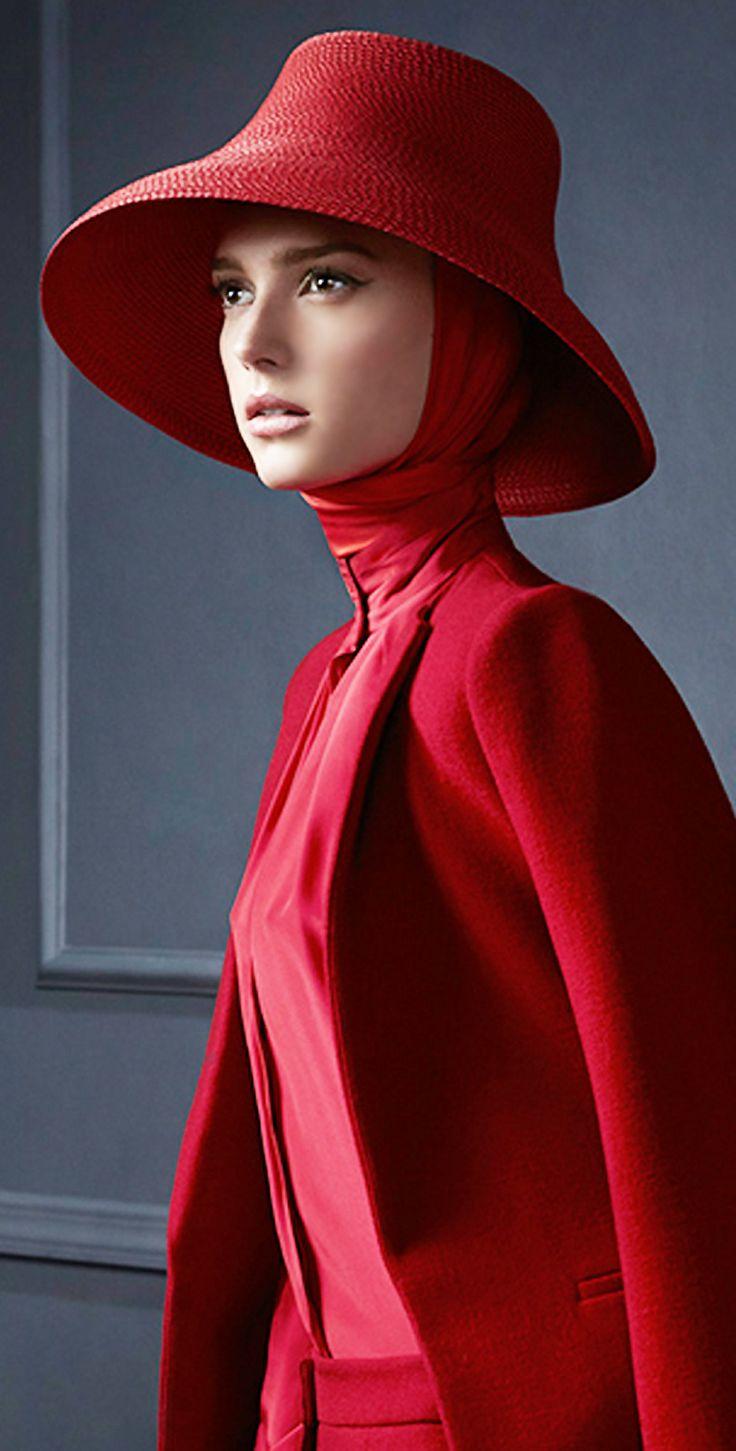 Sombrero rojo o pequeña pamela