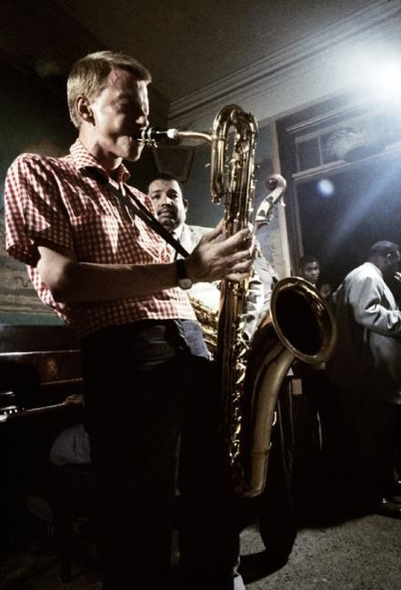 themaninthegreenshirt: Gerry Mulligan and Cannonball Adderley at the Newport Jazz Festival, 1957