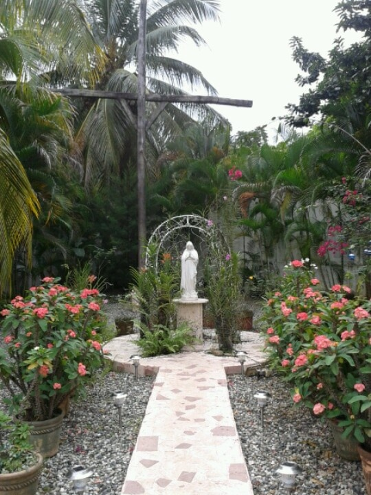 17 best images about grotto garden on pinterest gardens for Garden grotto designs