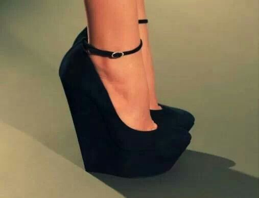 Love everything about this heels