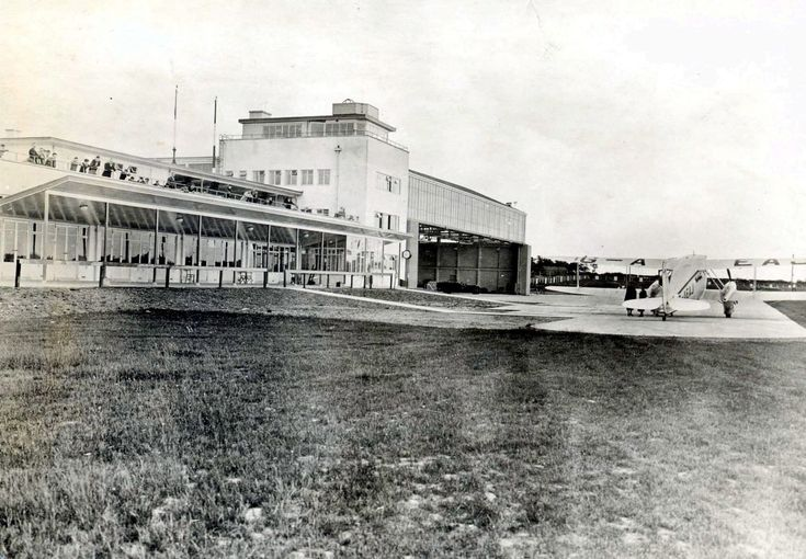 Manchester Airport - as it looked in the 1930s