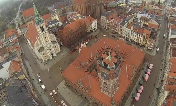 Dron nad Toruniem. Zobacz niesamowite wideo!