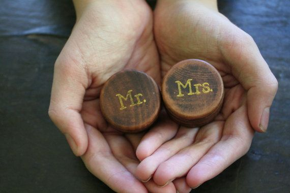 $28 Ring bearer box set. Tiny round wedding ring boxes, ring warming. Pair of pine ring boxes with Mr and Mrs design in gold.