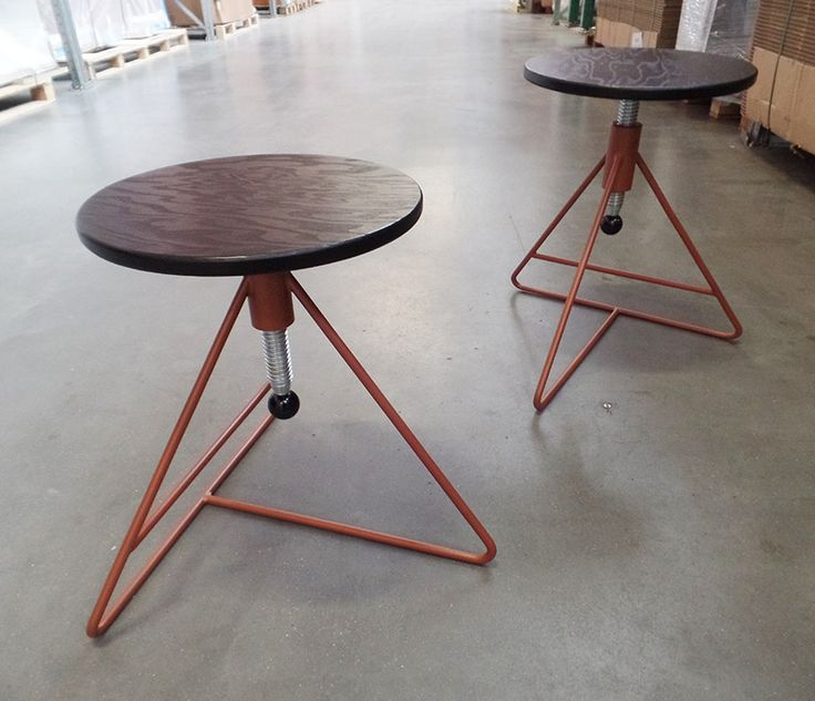 Which colour would you give our Spinner? This one has a copper frame and black seat. Alle possible colour for the frame and seat are on https://www.lande.eu/Collectie/Stoelen/Spinner Spinner, 2017 • Designer: Studio Roex • © Lande