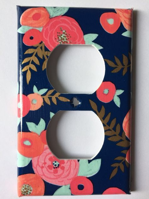 Navy blue background with beautiful coral, mint green, and gold flowers. A very unique pattern would be great in a gender neutral nursery! Or bedroom! Screws are included for easy installation. Please use the drop down menu to make your size selection Coral Decor / Light Switch Cover / Coral Mint Metallic Gold / Navy Blue Decor / Coral Decor / Gold Nursery Decor / Coral Gold Home Decor