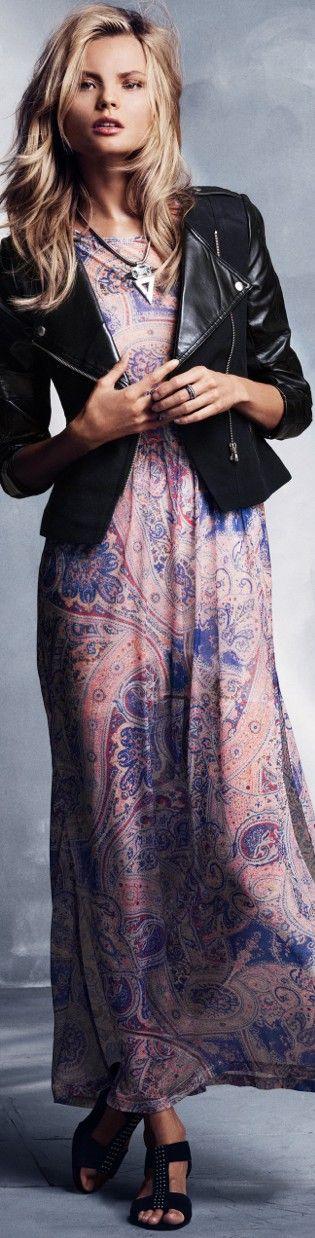 chaqueta motera + vestido largo primaveral...una opción que también sirve para las futuras mamás