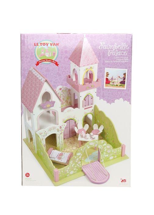 Le Toy Van Fairy Belle Palace. Ahşap, saray oyuncak. İçerisinde; masa, sandalye, çay takımı, yatak ve yatak örtüsü bulunur. Ürün ölçü: 45x72x45 cm - Kutu: 68x48x13,5 cm. 3 yaş üzeri için uygundur