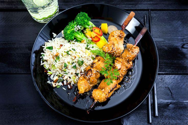 Underbart möra spett av tunt strimlade kycklingbröst, marinerade i smakrik marinad med Bong Touch of Taste Asian Fond Green and Fresh.