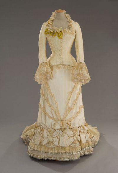 Anna Karenina   Period: 1880   Director: Bernard Rose  Costume Designer: Maurizio Millenotti      Gorgeous gorgeous dress 1880, Anna Karenina
