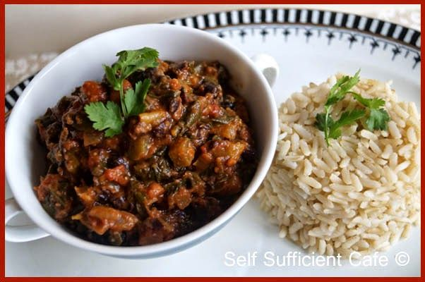 Self Sufficient Cafe: Black Bean and Spinach Chilli