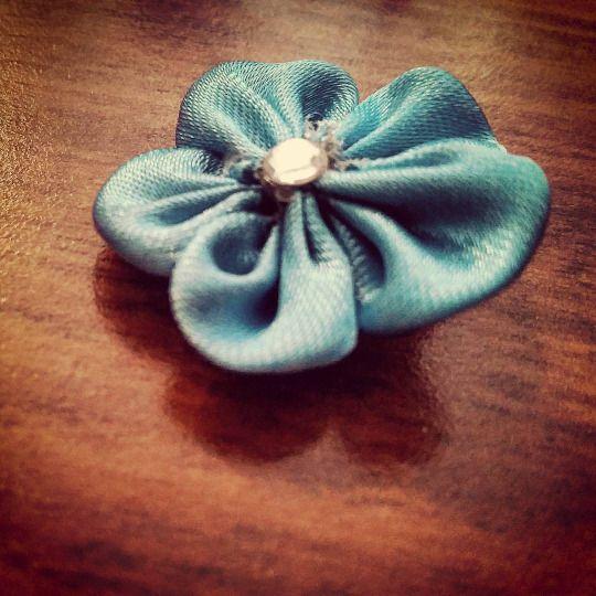 Kanzashi di Ely ( e non solo ): Kanzashi del giorno: Fiorellino blu