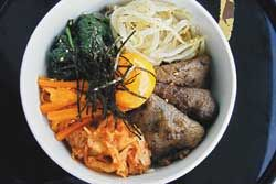Bibimbap (receita coreana com arroz) > substituir carne por tofu ou derivado de soja!