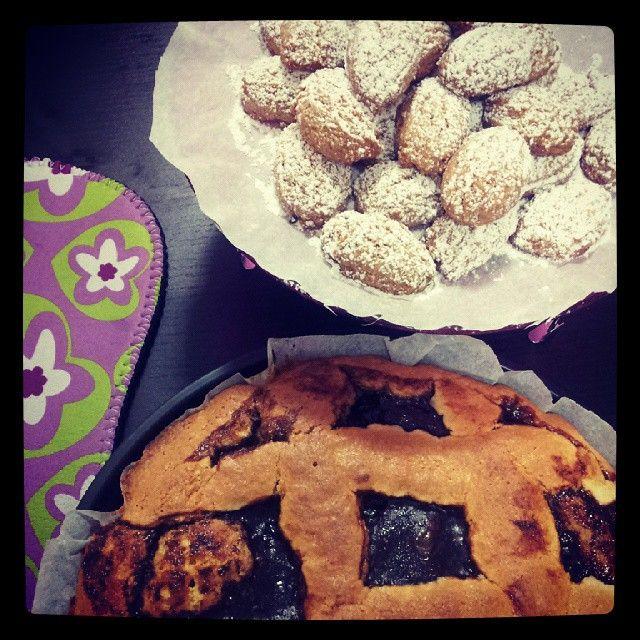 Crostata alla fragola e biscottini alla nocciola e vaniglia