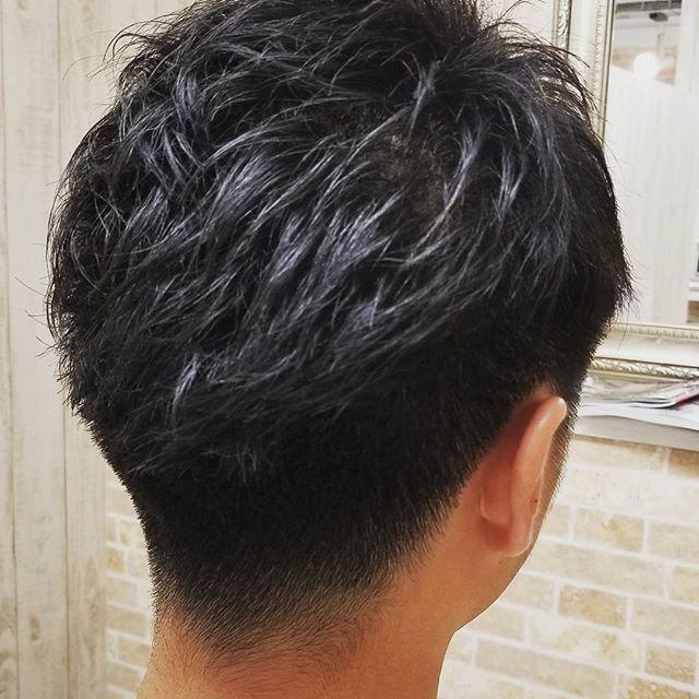 癖でボリュームが出やすい髪でしたが横と後ろをスッキリ刈り上げて2