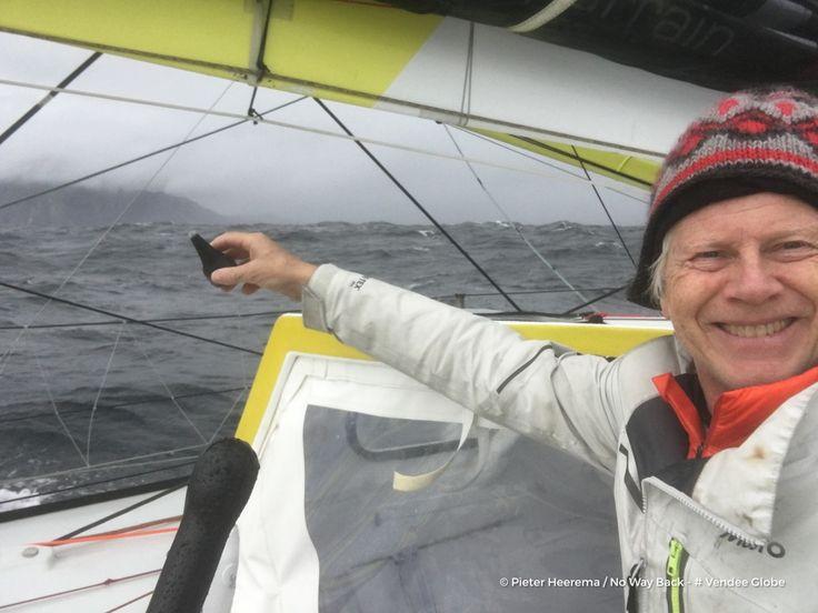 Le Néerlandais Pieter Heerema (No Way Back) passe à l'Est des Malouines. Après un début de Vendée Globe difficile, il semble prendre la mesure du dernier IMOCA à foils encore en course. Quant à Sébastien Destremau (TechnoFirst-faceOcean), il est passé sous la barre des 8000 milles restant à parcourir. Les conditions météo ne sont pas simples pour lui. Il devrait franchir le cap Horn ce week-end, dans un vent de Nord-Ouest très soutenu.