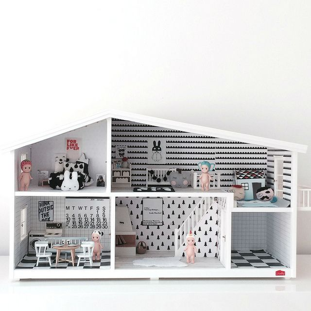 Love love love the customised Lundby! Chloeuberkid: Playroom by Kenziepoo, via Flickr