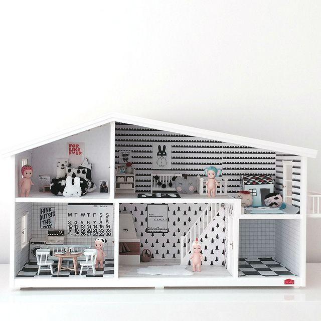 Hip poppenhuis met zwart wit printen.