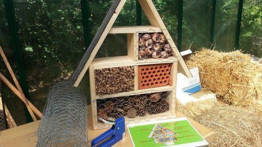 die besten 25 insektenhotel bauanleitung ideen auf pinterest bauanleitung vogelhaus. Black Bedroom Furniture Sets. Home Design Ideas