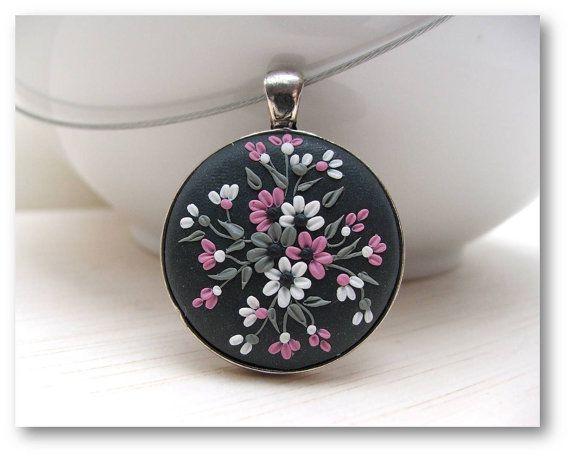 Valentin cadeau Bijoux Floral - Floral pendentif-Polymer Clay bijoux-gris, rose, blanc pendentif - fait sur commande