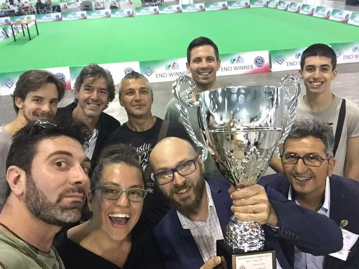 "Il ""FOS-team"" vincitori all'ENCI WINNER SHOW di Milano 2017 🏆 BEST IN SHOW COPPIE!!!! #WeAreFossombrone"