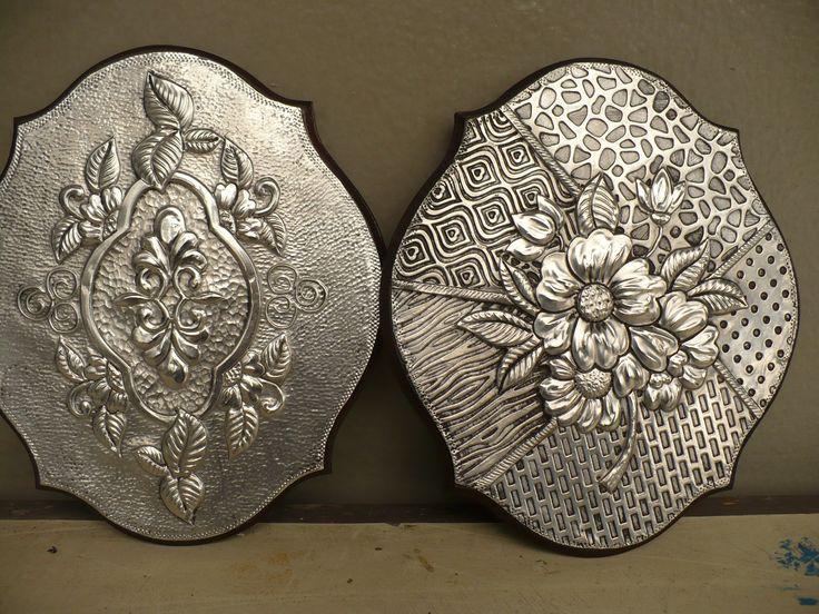 Pequeños cuadros, repujado en aluminio, para el Taller de Mary, Chorrillos, Lima, Perú