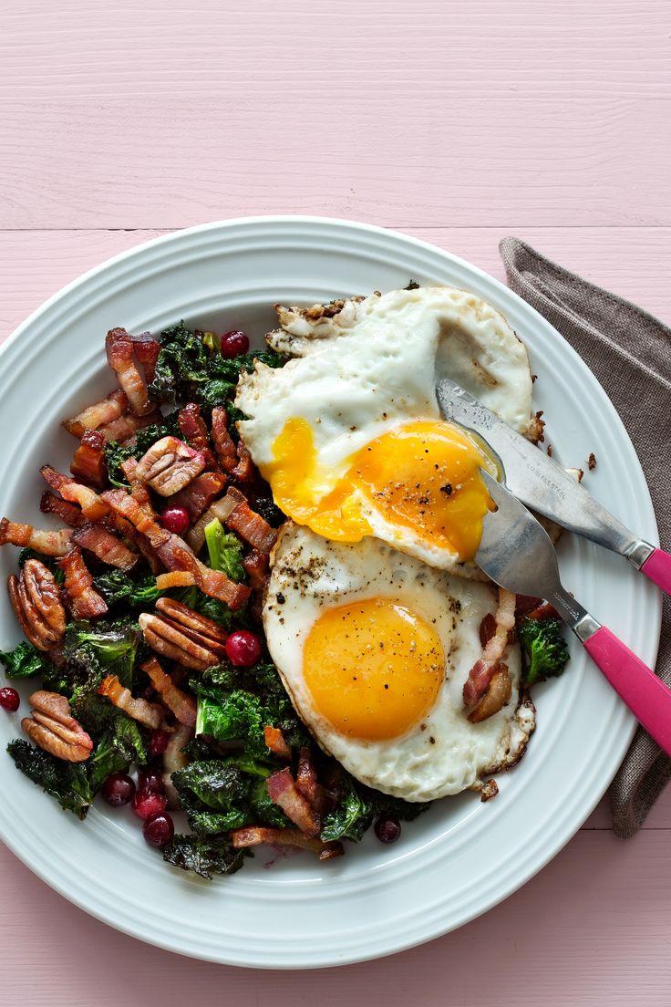 Ägg med smörstekt grönkål, sidfläsk och tranbär   Kostdoktorn