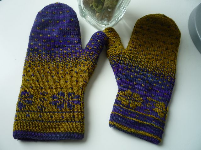Double Knit Mitten Pattern : 122 best ideas about Beautiful Knitted Mittens and Gloves on Pinterest