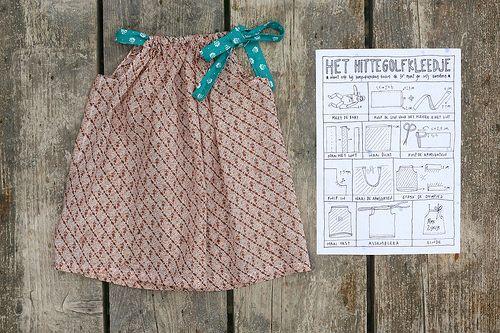 de hittegolfjurk met planning!http://madamezsazsa.blogspot.be/2015/07/zelfde-pose-zelfde-kleedje-nu-met-kat.html
