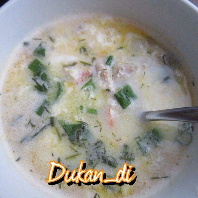 Супер вкусный быстрый супчик на кефире В кефир забрасываем готовое куриное мясо( заранее сварить), можно чуть луку, соль, сахзам, если надо. Кипятим супчик, вбиваем в него сырое яйцо и закидываем измельчённый чеснок. Чуть зелени для запаха и украшения. Всё! Вкусно и освежающе. я уже попробовала закинуть туда норму отрубей и поварить. Вкусно и сытно. В БО можно и овощей закинуть #атака #кефир #суп #dukan_di_атака #худеюподюкану #дд #диета #дюкан #dd #dieta #dukan #dukan_di #dukan_di_суп #бо