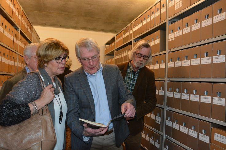 Uit GEERTRUIDENBERG ontvingen we het archief van Bas Zijlmans, dé deskundige op het gebied van de historie van Geertruidenberg. Een uitbreiding van 20 meter waardevolle 'Bergse' documenten.