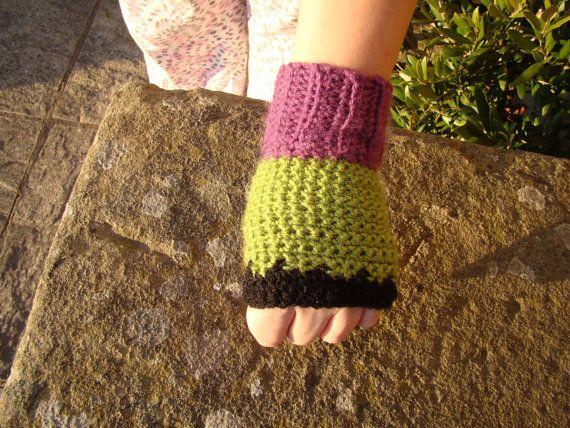 The Incredible Hulk comic Inspired Crochet gloves by #ThePeaGreenBoatShop #hulk #marvel #gloves #crochet