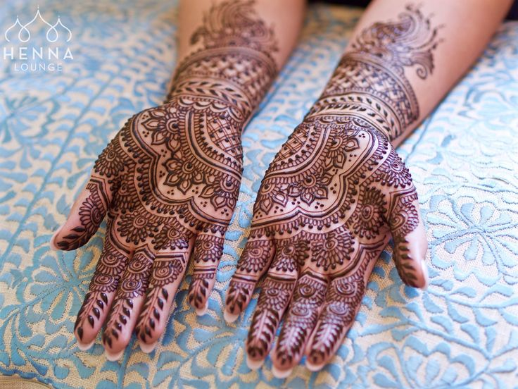 Surprise bridal henna today (as in they didn't tell me they were getting married but I always know). Client brought a @ ritualbydesign photo which I put my own #hennalounge twist on. Can you find the groom's name?  Booking now for San Francisco Bay Area and Mexico hennaloungesf@gmail.com 1 (415) 215 6901 Web: www.hennalounge.com Henna Supplies: www.hennaguru.com  Darcy Vasudev/Henna Lounge. Repost with permission only.  #henna #mehndi #desiwedding #oaklandhenna #gorimehndiwali #hennatattoo…