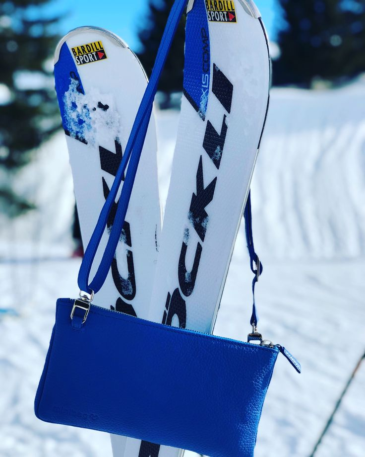 skiing in Klosters with minibag in royal blue.
