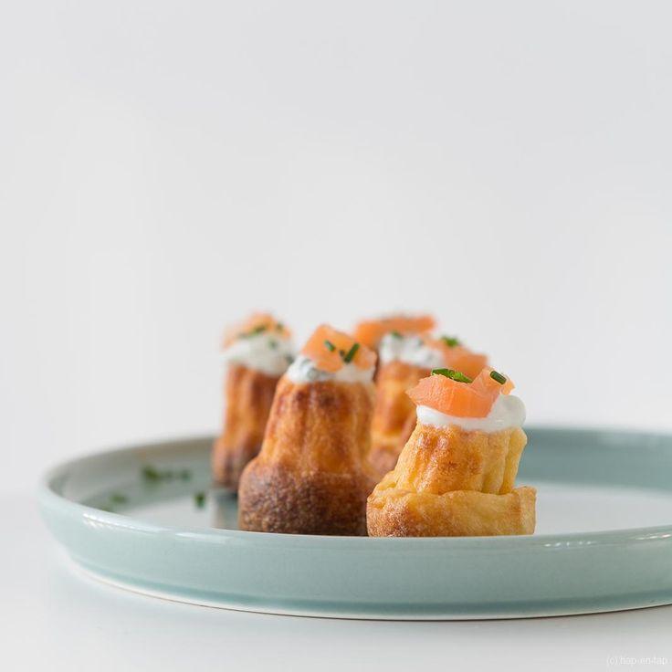 Deze cannelés met gerookte zalm zijn het gedroomde fingerfood voor je end-of-year party: makkelijk, snel klaar, helemaal vooraf klaar te maken én lekker!