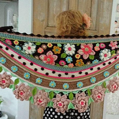 #goodmorning !! My latest #crochetshawl finished last week. #collorfull #flowerpower #happymonday #hippystyle #crochetdesign #eigenontwerp #gehaakt #madewithlove