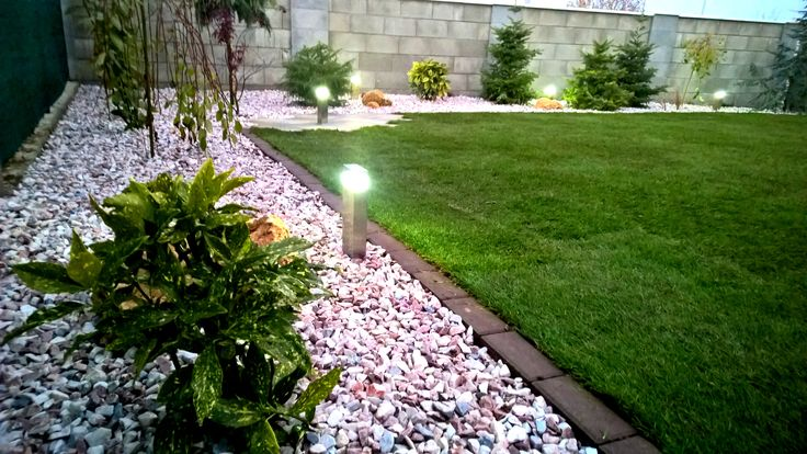 Malá ale pomerne vydarená záhradka s dôrazom na detail. V molom nedostatky rýchlo odhalíte...