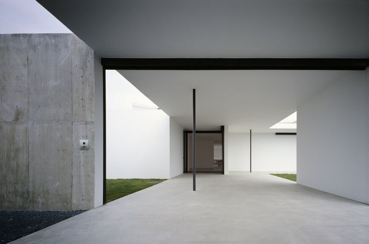 Entrance court of the Photographer's Weekendhouse by General Design.