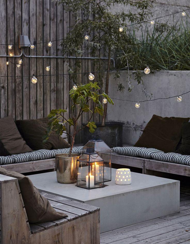 Coussins, guirlandes, grande table basse : des idées pour la terrasse